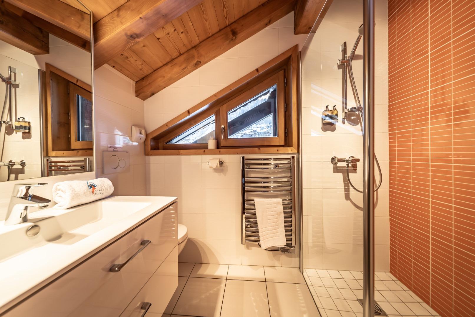Le Muir Suisse Ensuite Shower Room